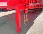 2) la chaîne relie de manière fiable la rampe à tous les types de camions;