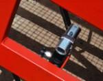 1) la hauteur du tréteau mobile est ajustée au moyen d'un système hydraulique fiable, c'est-à-dire, l'alimentation électrique externe n'est pas requise;