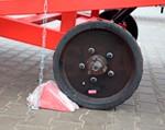 3) l'arrêt antidérapant (frein) fixe le passage supérieur du mouvement pendant que le chargeur travaille dessus. Fourni dans le kit;