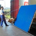 3. Le pont de chargement mécanique — assure la connexion entre la porte de l'entrepôt et le plancher du camion.
